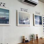 鯨食堂 - 内観写真:店内の展示物。クジラ漁関係の資料が多いです。