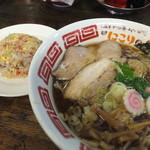 にこり - 料理写真:Bセット わんたんそば900円+ハーフ焼き飯200円