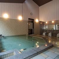 豊富な湯量の天然温泉