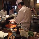 料理旅館・天ぷら吉川 - カウンターで揚げている姿を観ながら、いただきまし