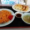 チュー - 料理写真:チキンライスとギョーザ。