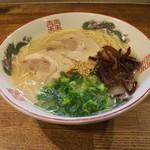 博多 - ラーメン(550円、斜め上から)