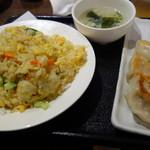 馨方亭 - 炒飯+餃子3個(650円)