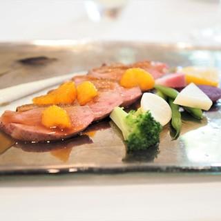 ル・マルカッサン ドール - 料理写真:パリッと焼いた鴨のロースト 湯河原みかんソース