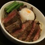 TOKYO ステーキ丼 ガブス - 料理写真:ガブスステーキ丼150g(842円)+温玉(86円)2016年11月