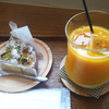 お菓子工房 あひる堂 - 料理写真:洋梨のタルトとイエローミックスジュース