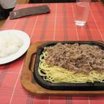 グルメ風月 - 『ビーフバター焼き』着麺! ライスとセットで960円+肉増し200円(税込)。