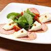 ピソラ - 料理写真:熟成サラミとフランス産カマンベールチーズ