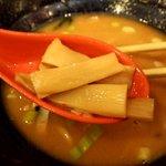 ゴル麺。 - 大きなメンマも美味