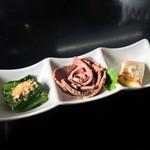 牛骨らぁ麺マタドール - 別皿のローストビーフなど(2016年11月)