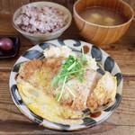 ネマルカフェ - かつ煮定食(950円)