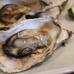 播磨水産 - 殻付き蒸し牡蠣