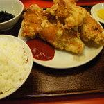 蘭苑酒家 - 鶏唐揚げ定食(ライスは半ライスにしてもらった)
