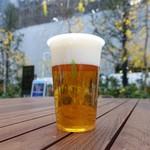 芽吹茶屋 - 泡が多めのエビスビール