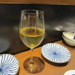 稲穂と一慶 - なんかお洒落な居酒屋だったんでワインを一本貰って乾杯です。