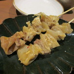 稲穂と一慶 - 最初は牛筋煮込み串です、これが入り口にあったんで是非食べたかったんですが入ってて良かった。