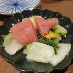 稲穂と一慶 - 明太白菜、白菜の朝漬けに明太が乗ったシンプルな料理ですがお酒にピッタリでした。