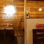 SAMA - カウンター席、テーブル席ございます。