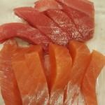 発寒かねしげ鮮魚店 - 中とろ・秋鮭ルイベ