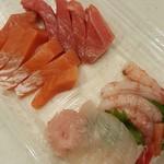 発寒かねしげ鮮魚店 - 4種盛り1080円