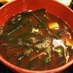魚河岸おに平 - 「刺身定食」赤出汁の味噌汁