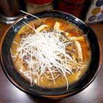 蒲田いっ家 - 豚骨スーラータンメン(並¥800)。豚骨スープに酸辣湯をブレンドした意欲作、この店では一押し!