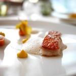 59674166 - 金目鯛のソテー、ゴンゴンゾーラチーズ、ホタテと香草のピューレ