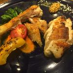 炭火焼とワインの酒場 VOLTA - 七谷赤地鶏 熟成 vs フレッシュ 食べ比べ
