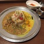 59699408 - 【2016.12】カニ味噌オイルダルと食べる白いポタージュ鶏キーマ、白ネギとカリフラワーの優しく美味しい野菜カレー