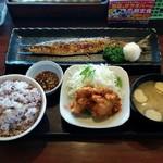 定食屋ジンベイ - 料理写真:札幌ザンギとサンマ塩焼き定食(680円)