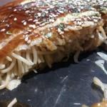 鉄板焼お好み焼 花子 - ・肉玉そば 断層