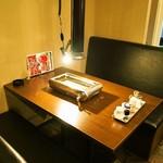 焼肉くろちゃん - 店内(テーブル席)