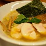 纏 - 料理写真:厳選烏賊干鶏白湯そば
