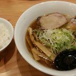 麺や壱真 - 鯵そば 煮卵入り850円とライスはランチタイムサービス