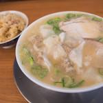なおちゃんラーメン - 「ワンタン麺」(800円)+「チャーシュー炊き込みご飯」(250円)。贅沢なセットです。
