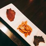 燻製ダイニングGAGA - ◆お通し 燻製柿ピー 燻製鮭とば ビーフジャーキー