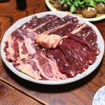 鷹匠壽 - お狩場焼きの青首鴨の肉 (ムネ、ささ身、ハツ、モモ)