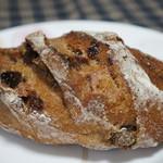 RIKI - ノアレザン、くるみとレーズンのパン、170円(税別)