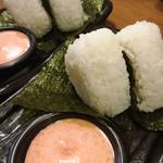 つけ麺本丸 - 本丸おむすび 220円