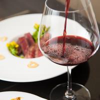 シニアソムリエが厳選したお料理と合うワインをご堪能ください。