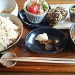 自然食 ホロ - げんまいSET 780円