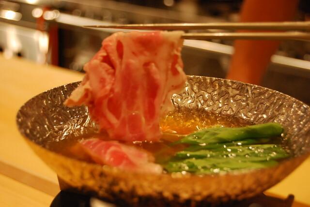 https://tabelog.ssl.k-img.com/restaurant/images/Rvw/5985/640x640_rect_5985713.jpg