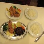 レストラン桂 - 揃う、ライスが2