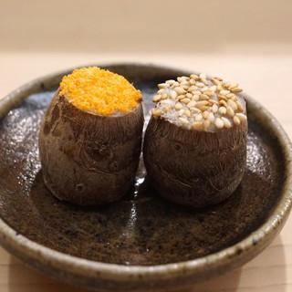 日本橋蛎殻町 すぎた - 料理写真:きぬかつぎ 胡麻塩と炒り雲丹塩のせ