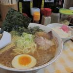 めん屋一丁 - 料理写真:豚骨醤油大盛+半ライス