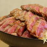ニクゼン - ステーキ丼特盛り!総重量1KG