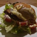 ラ シャット カフェ - 料理写真:ベーグルサンドイッチ BLT (自家製ベーコン)