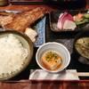 備長炭火焼 じげ - 料理写真:鮪かま(小)とお刺身セット 1,000円