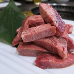 焼肉酒家 李苑 - 和牛の厚切りタン塩 宮崎牛