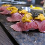 焼肉酒家 李苑 - お寿司のエンペラー(サッと炙った宮崎牛のカルビの上に、雲丹とキャビア)